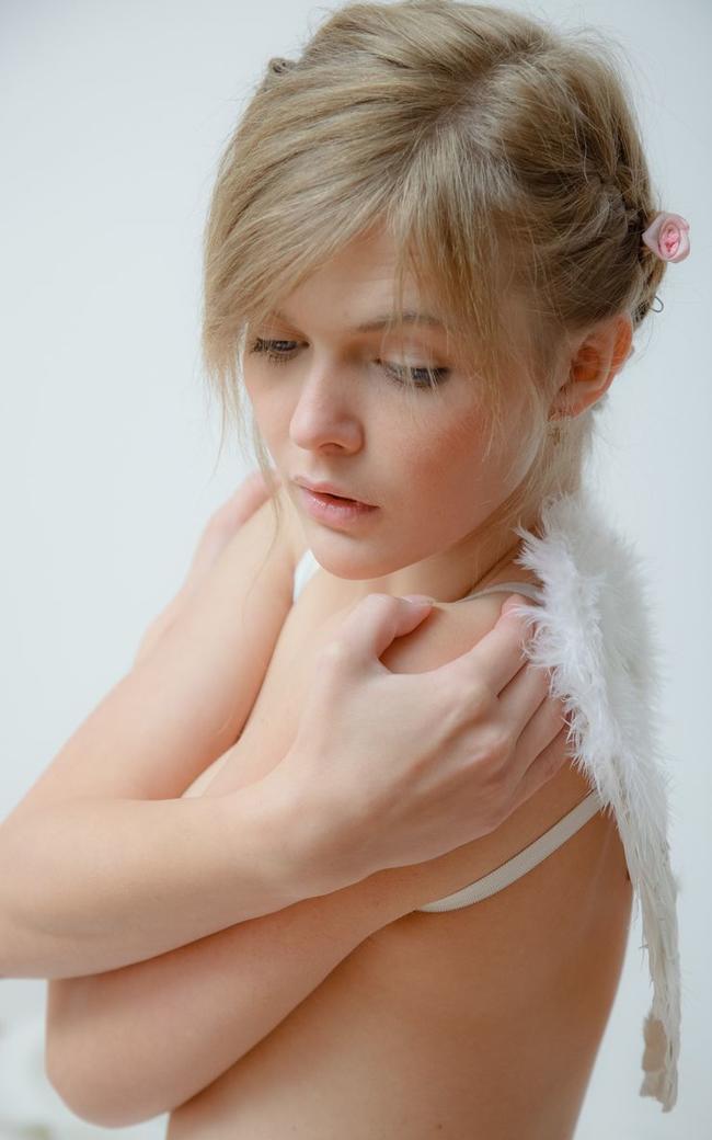 Ангел с красивой грудью