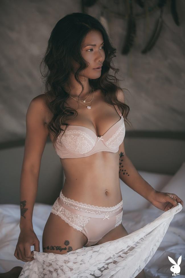 Maki Katana в своей кроватке