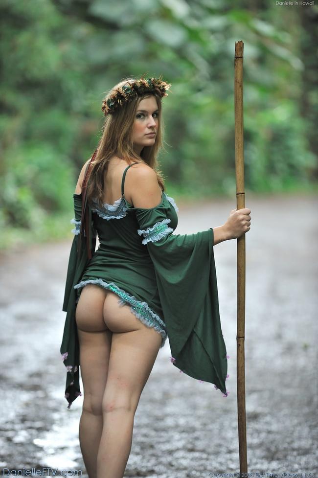 Лесная фея с натуральной грудью