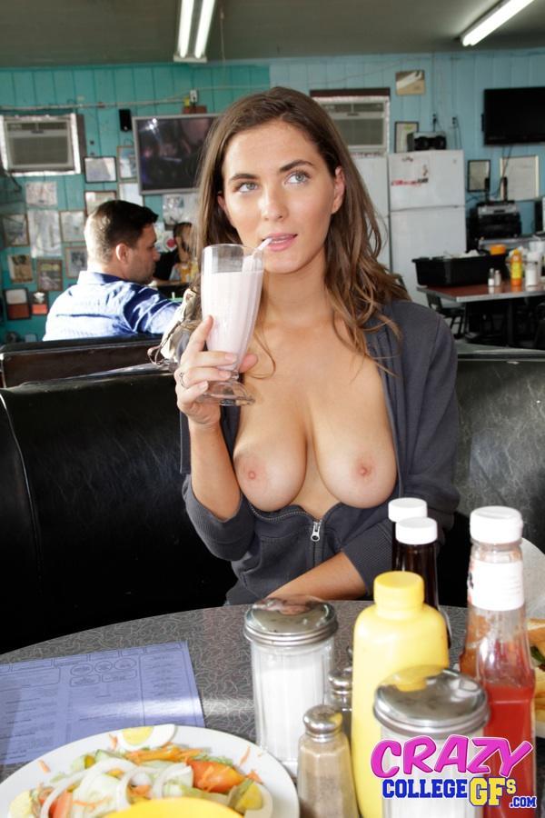 Развлеклась в кафе