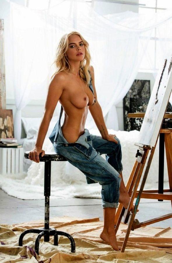 Сексуальная художница