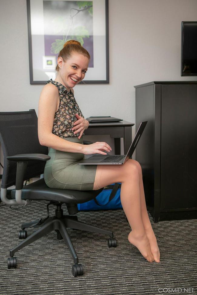 Николь На рабочем месте