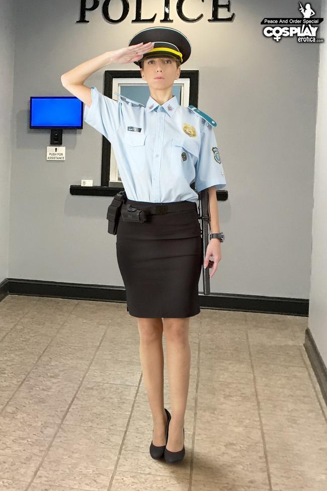 Полицейская и ее дубинка