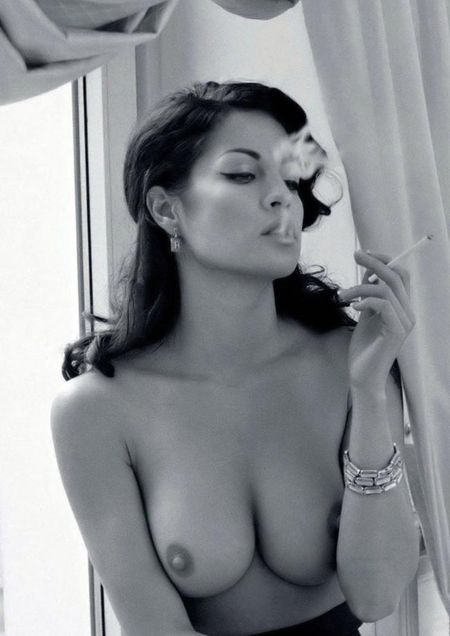 Курящая малышка