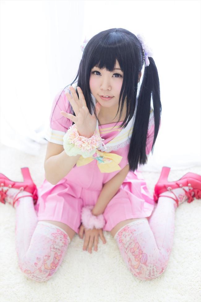 Азиатка в мини юбке