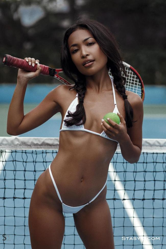 Шоколадка на теннисном корте