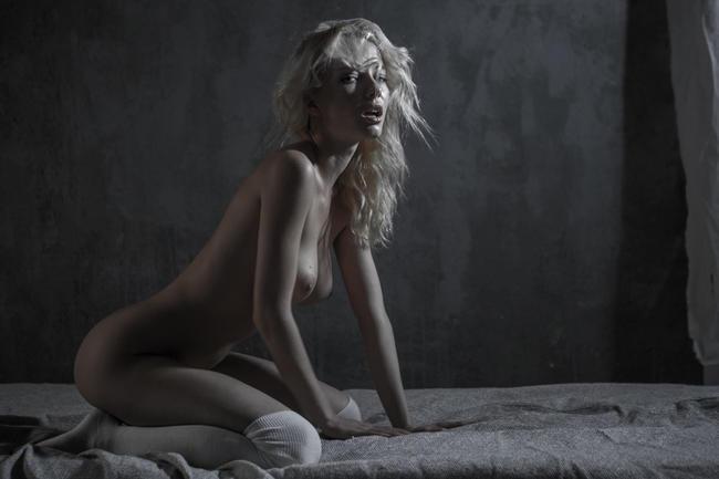Блондинка в заточении