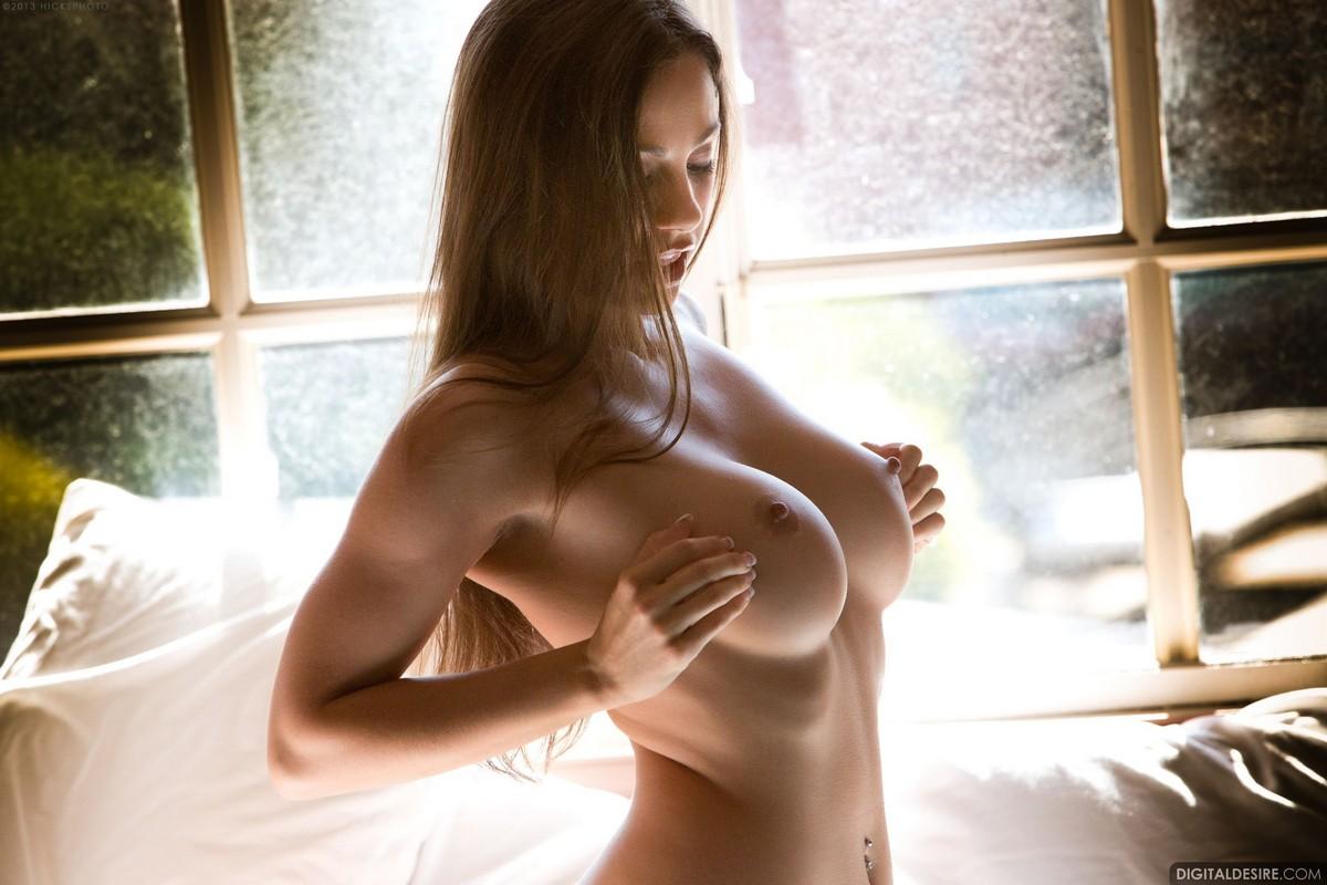 девушек с обнаженными грудями картинки