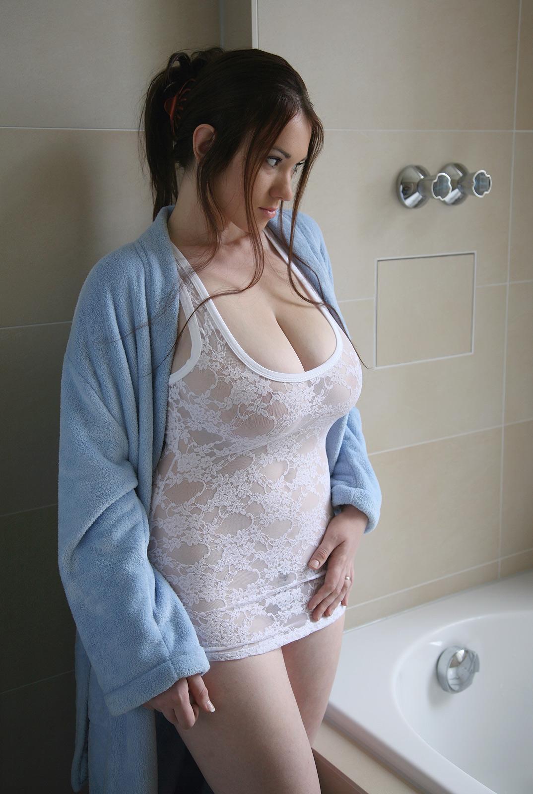 В ванне в платье эро #11