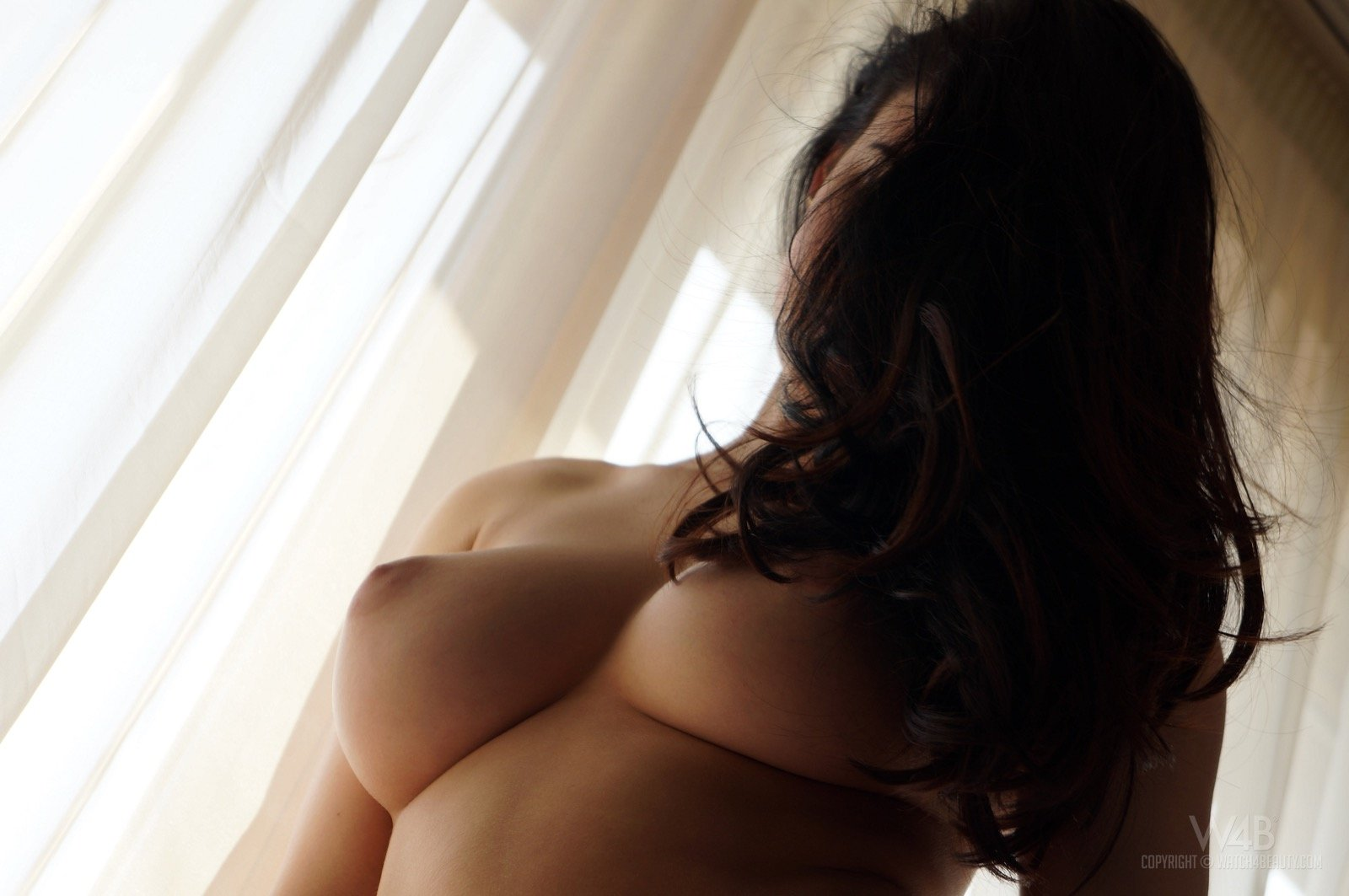 Lucy Li с большой грудью и сочной попкой