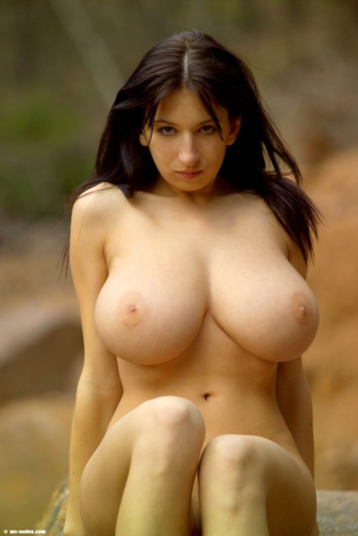 Naked nude boobied women shaking boobies — photo 13