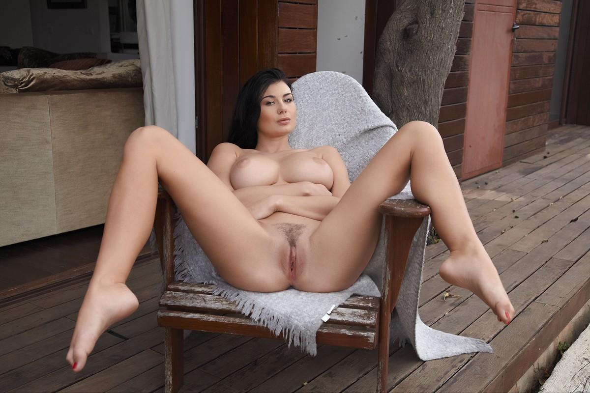 Порно девушка раздвинула ноги