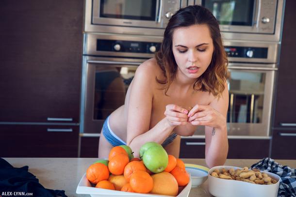Эротическое настроение на кухне