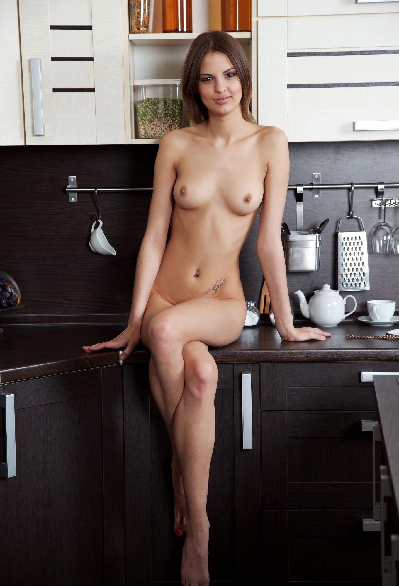 alli-hot-naked-kitchen-peeing-outdoor-brunette