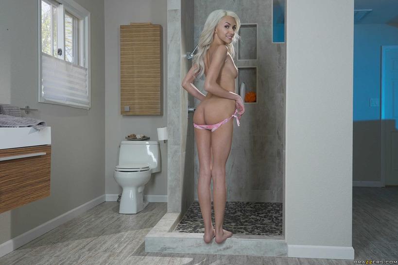 Красотка в своей ванной