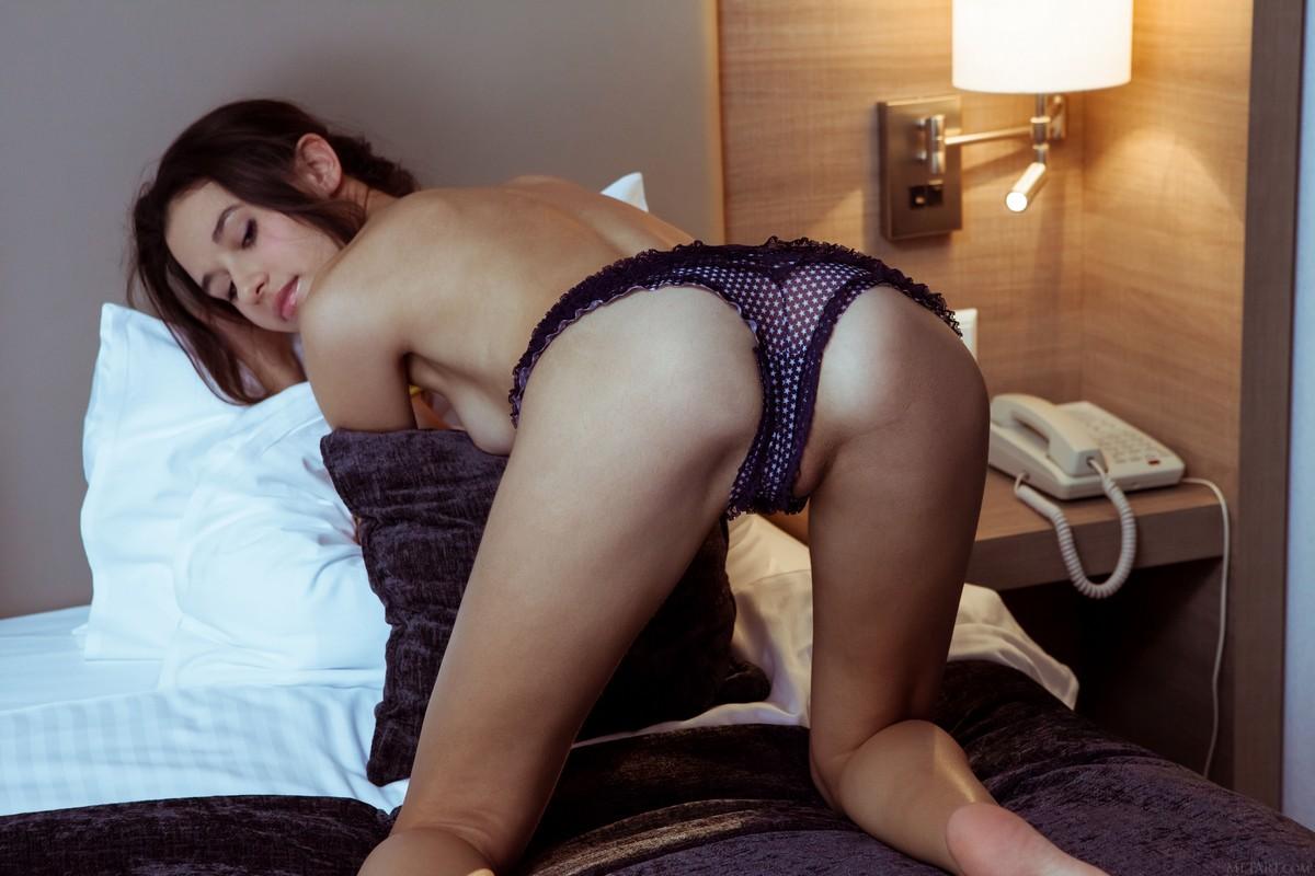 Эротика жена готовится ко сну видео сперма