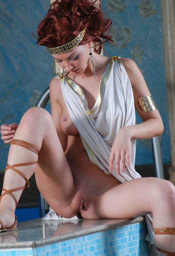 Порно фото девушки древней греции, фото брюнетки убирается дома