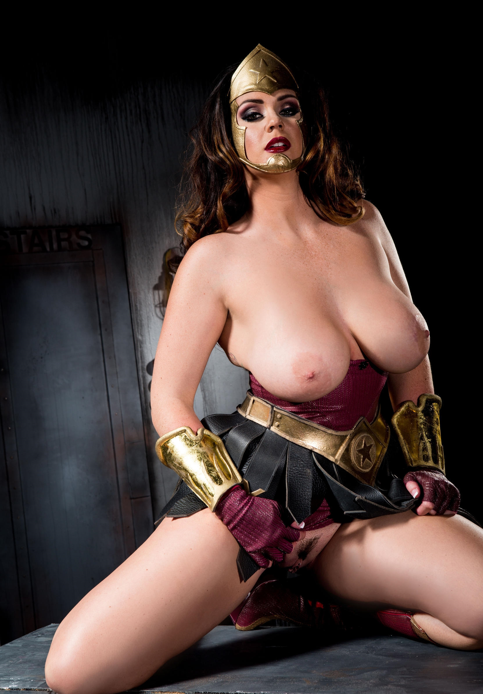 Wonder Women Nude