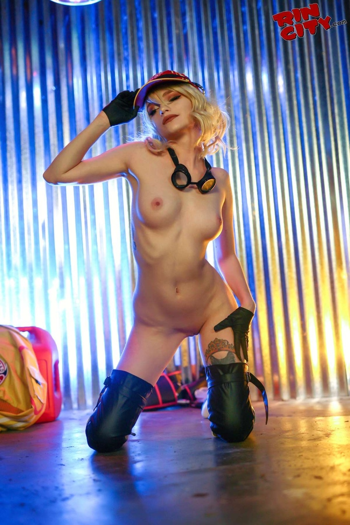 Cindy Aurum Welcome to Hammerhead