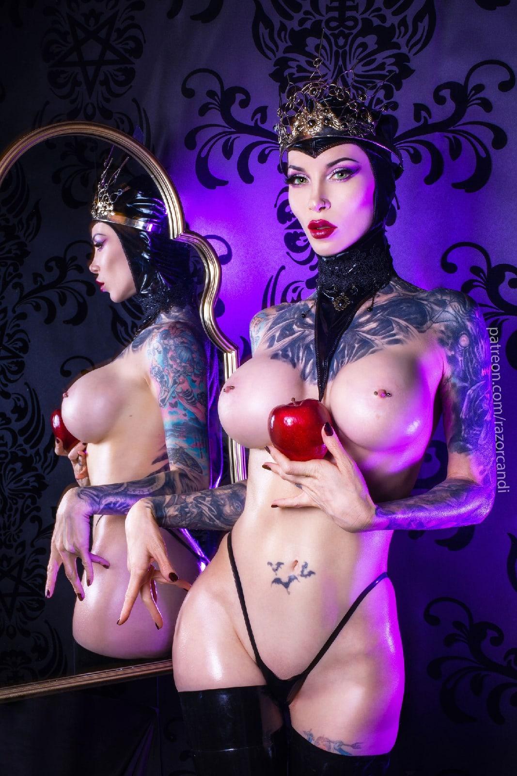 Evil Queen cosplay Mirror Mirror...