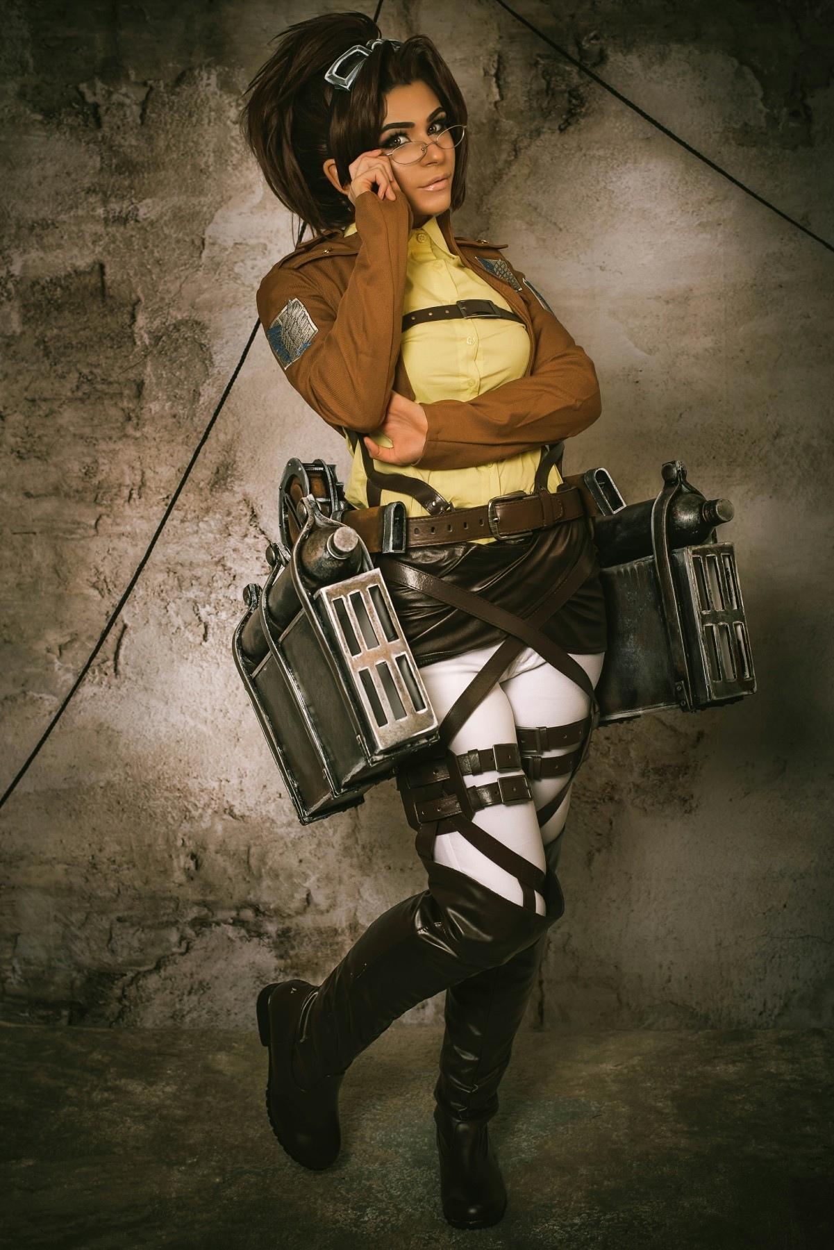 - Hange Zoe (Attack on Titan)
