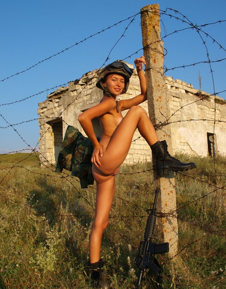 sexi-nude-naked-soldier-girls-naked