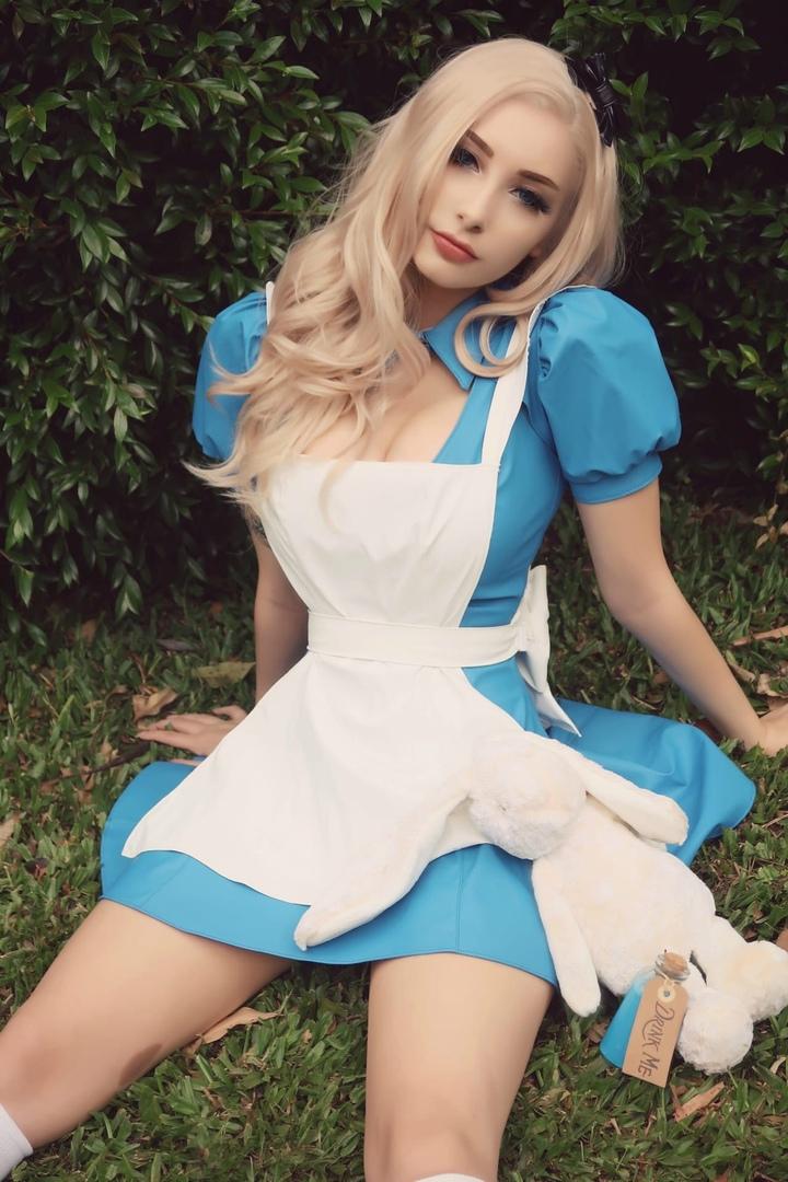 Развязная Алиса из страны чудес