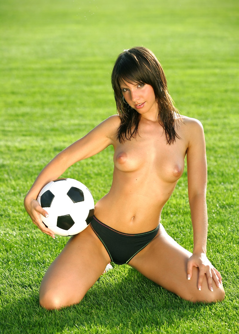 naked-girl-in-the-football-fully-naked-men-and-woman