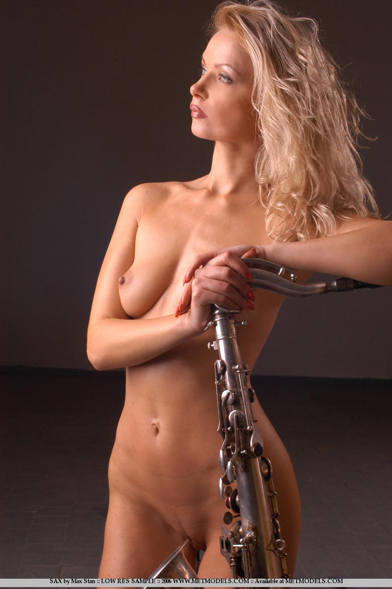 саксофонистка