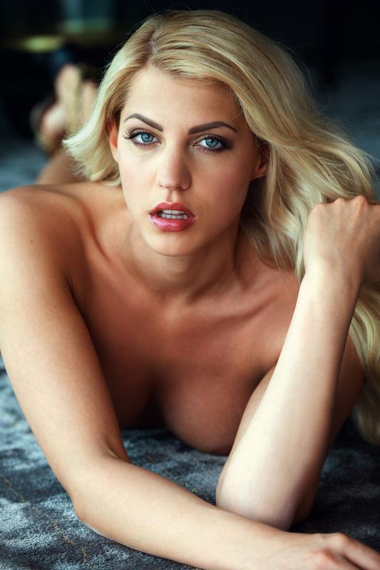 Сексуальная Sarah Nowak