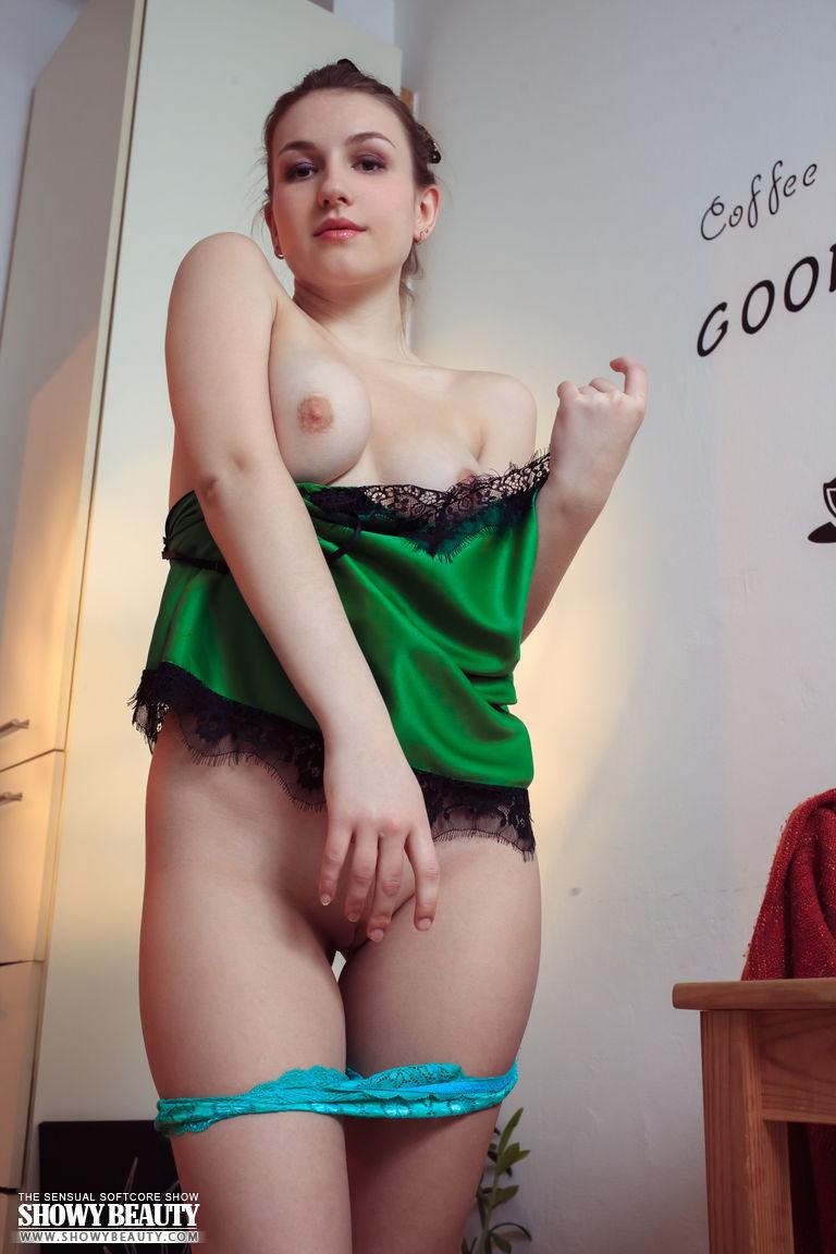 Девочка с бантиком