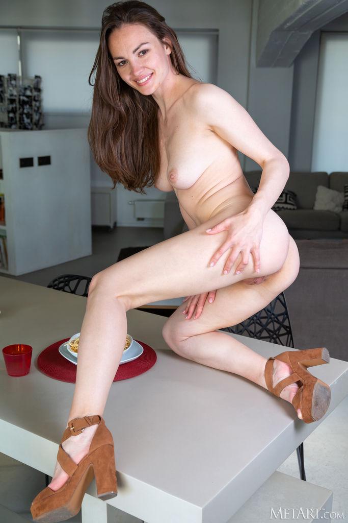 Голодная домохозяйка Таня