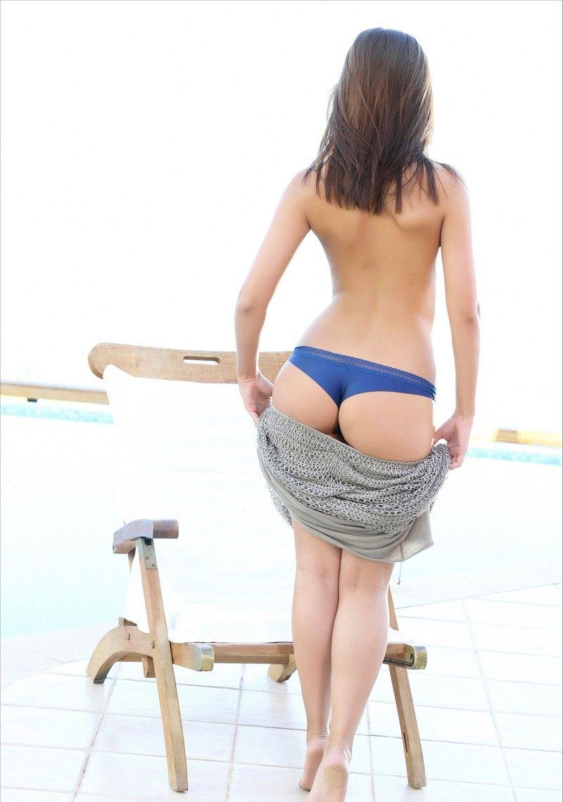 Красотка Амели в синих трусиках