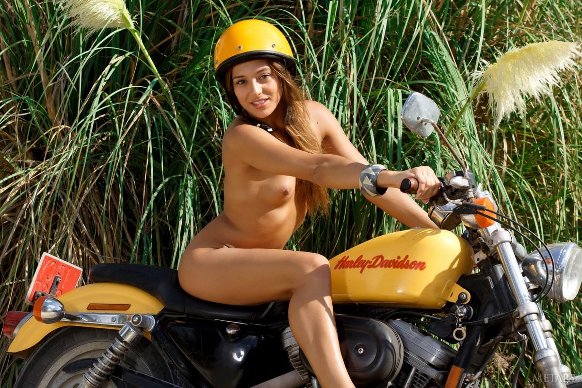 naked-girls-on-dirtbikes