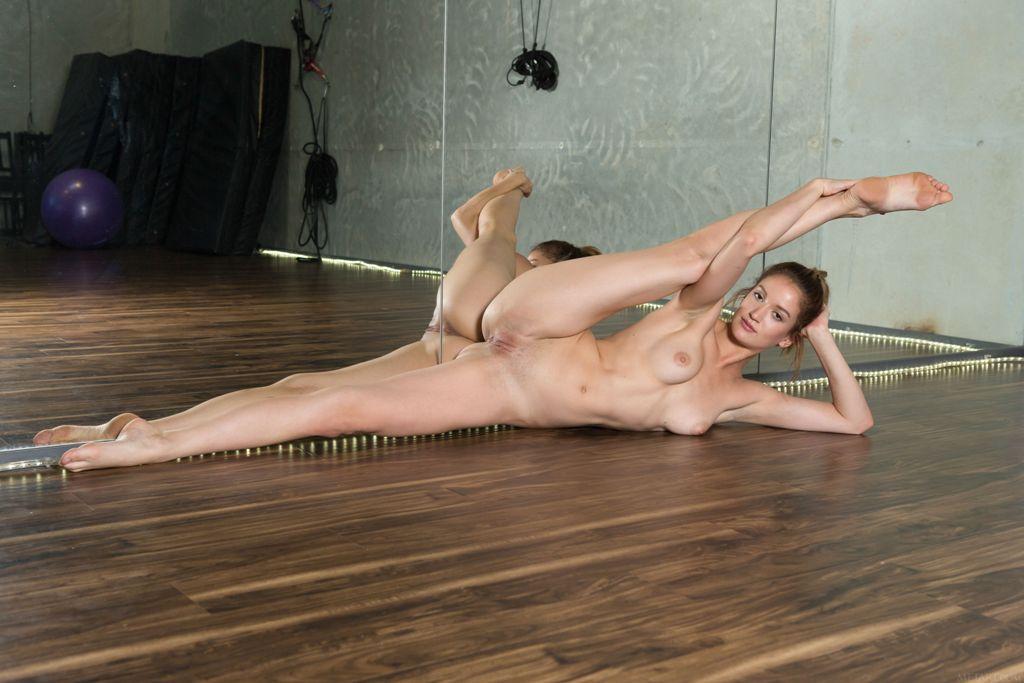 Фото голие балерини порно