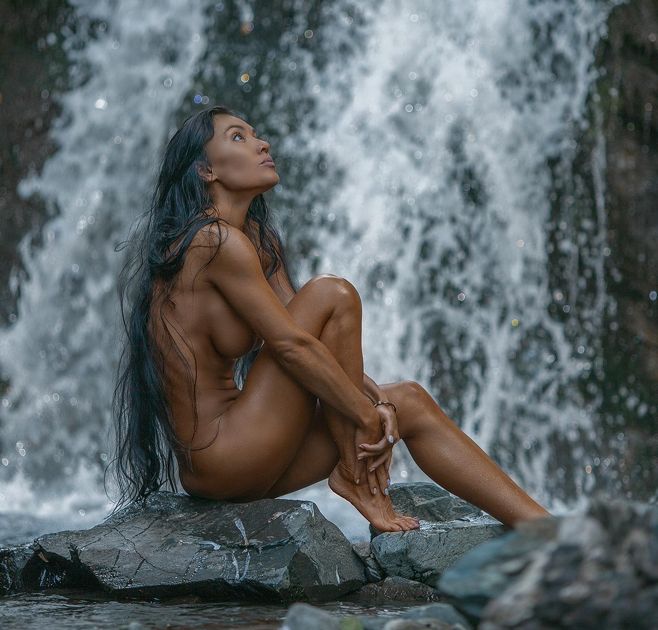 На водопаде