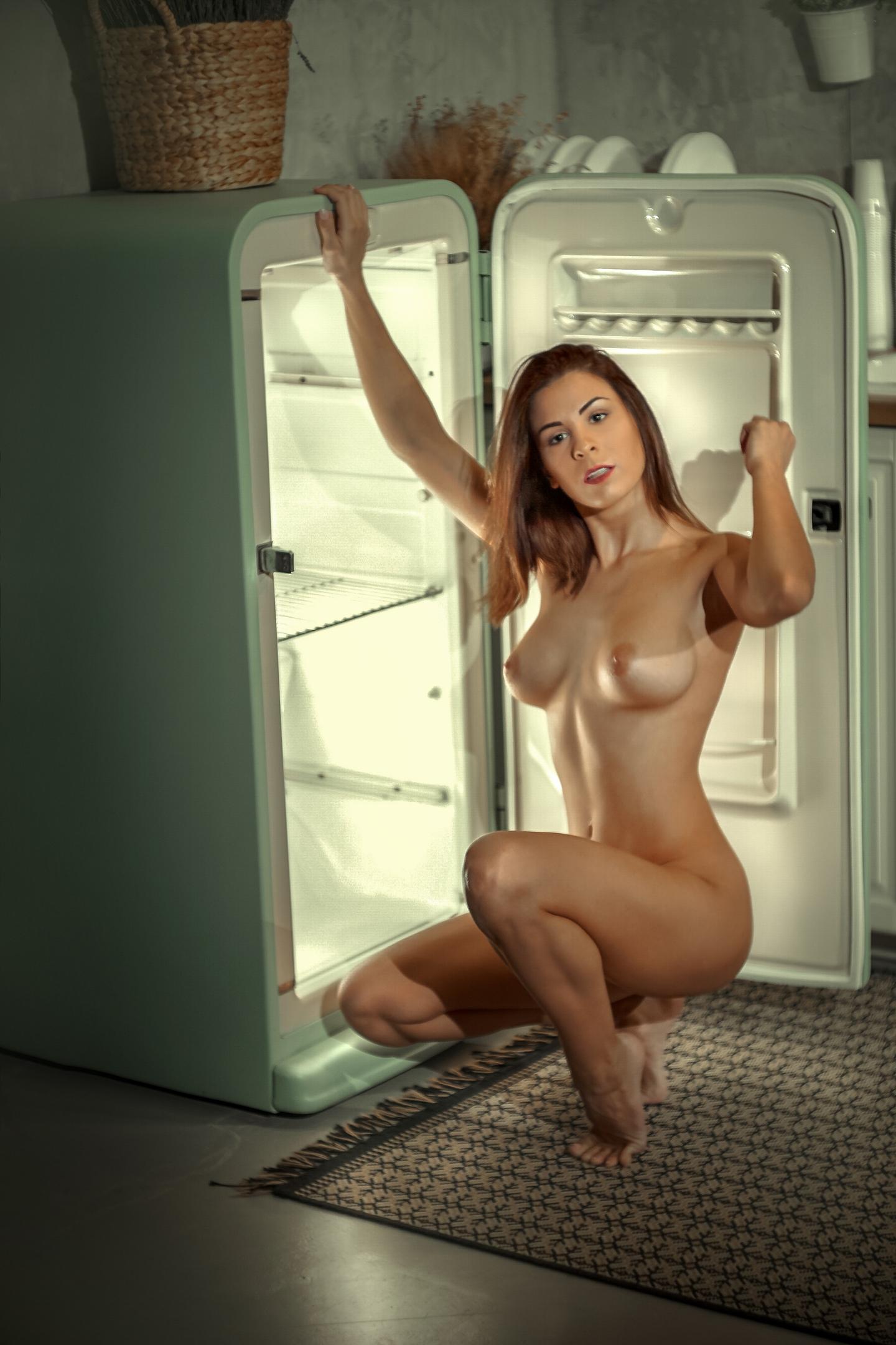 Разврат у холодильника