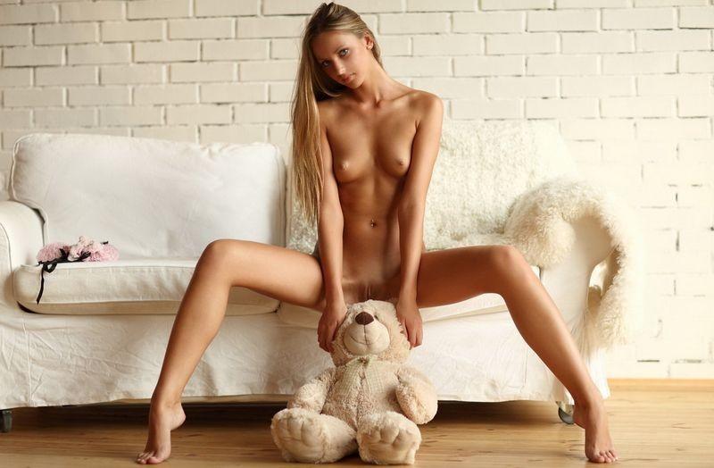 Эротические фото хрупких девушек с острыми коленками порнозвезда