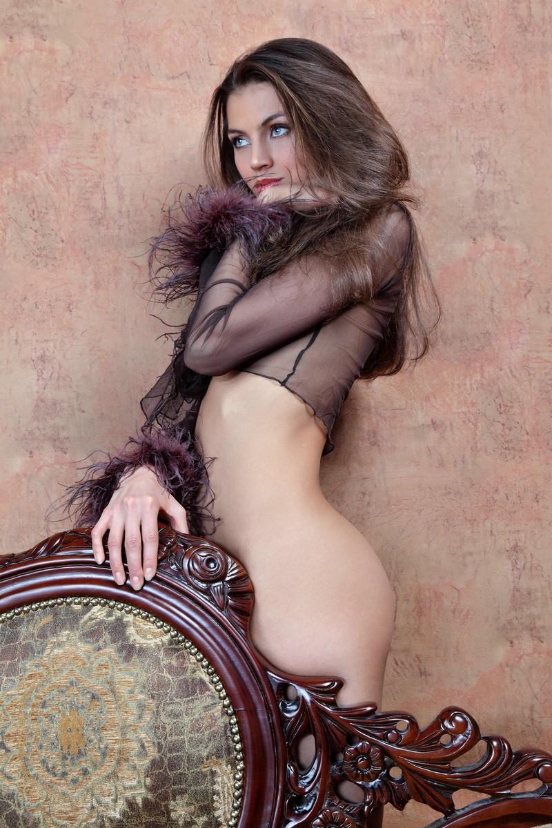 обстановка, гостеприимство эротическое фото аристократок открывает сейф