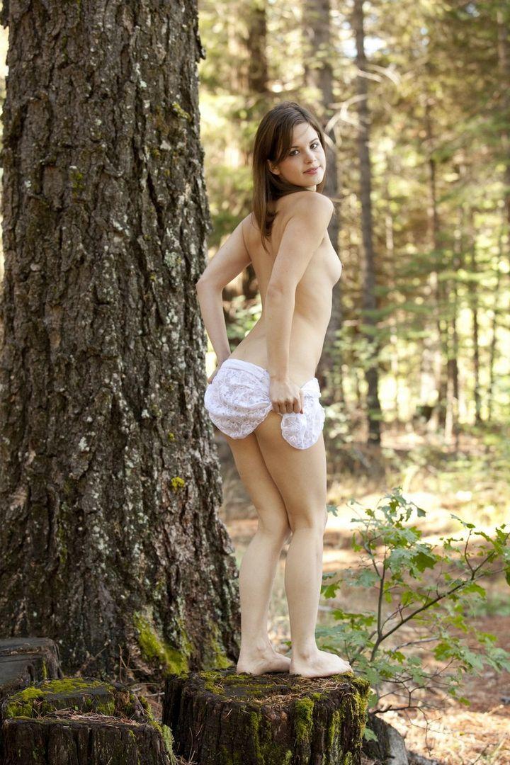 Заблудилась в лесной гуще
