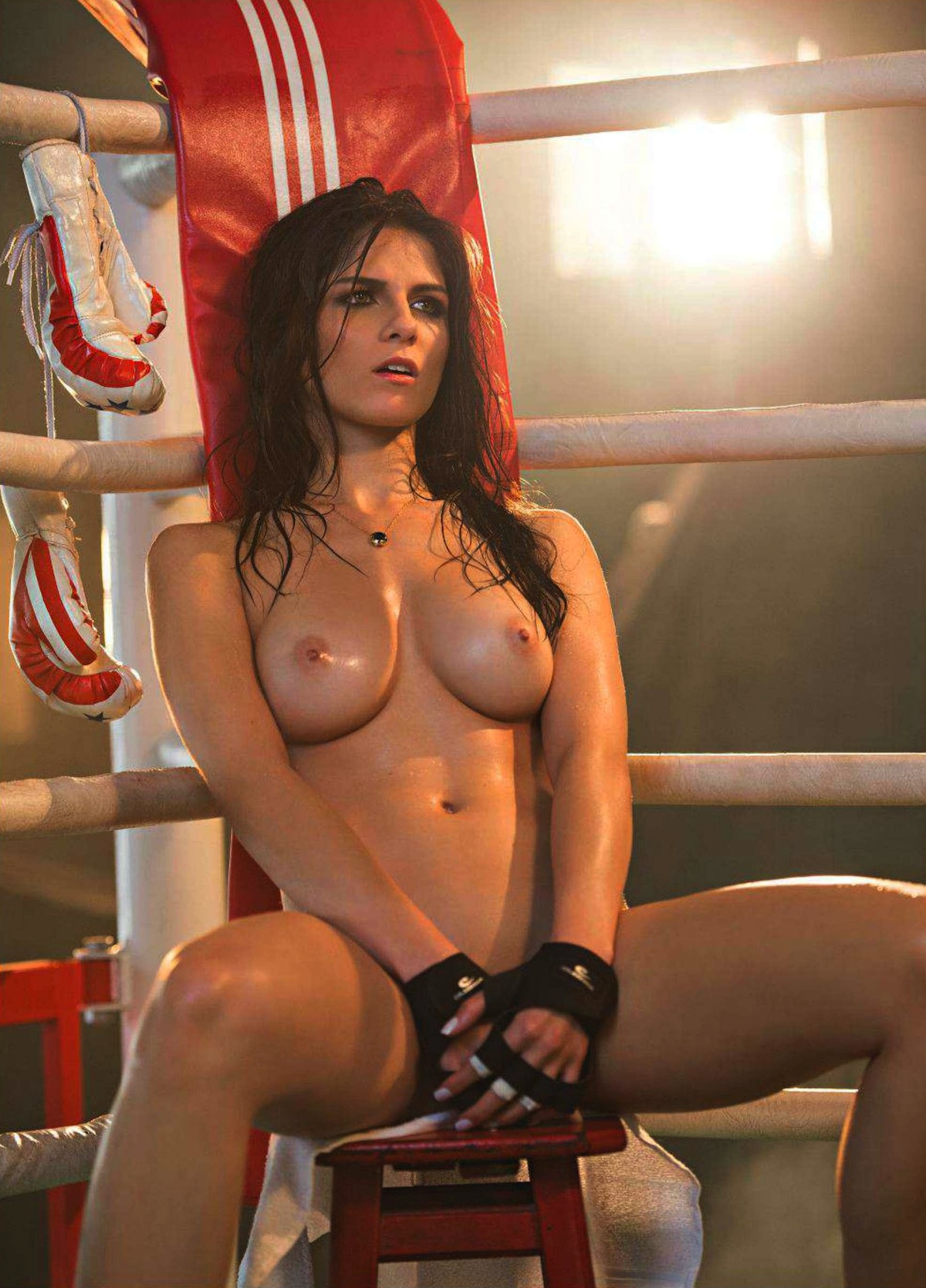 Ring girls nude holding card — img 13