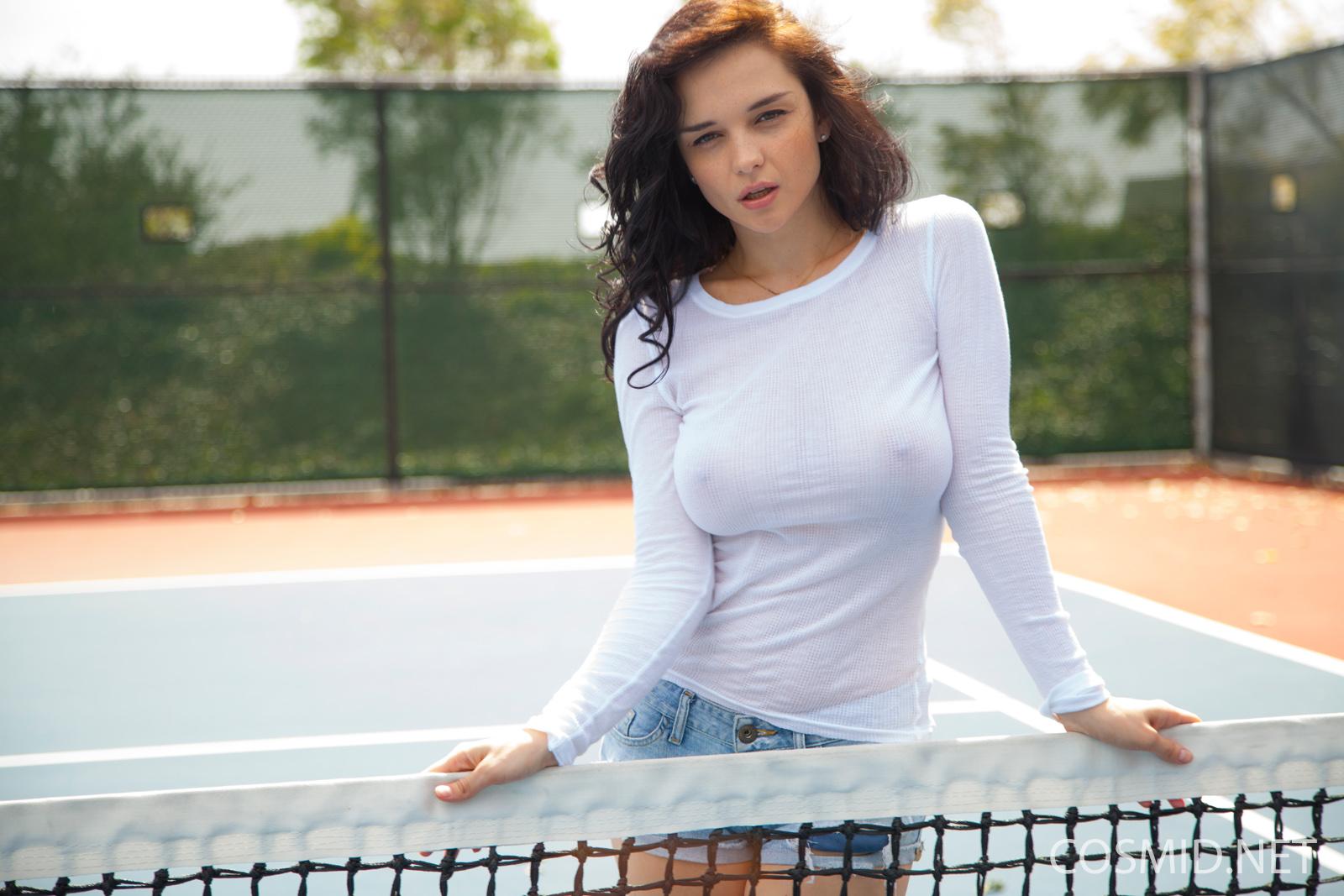 Большие Мячики на теннисном корте