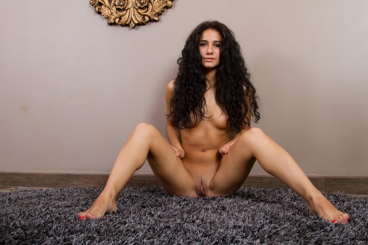 Девушка с волнистыми волосами порно, порно очень большой категории