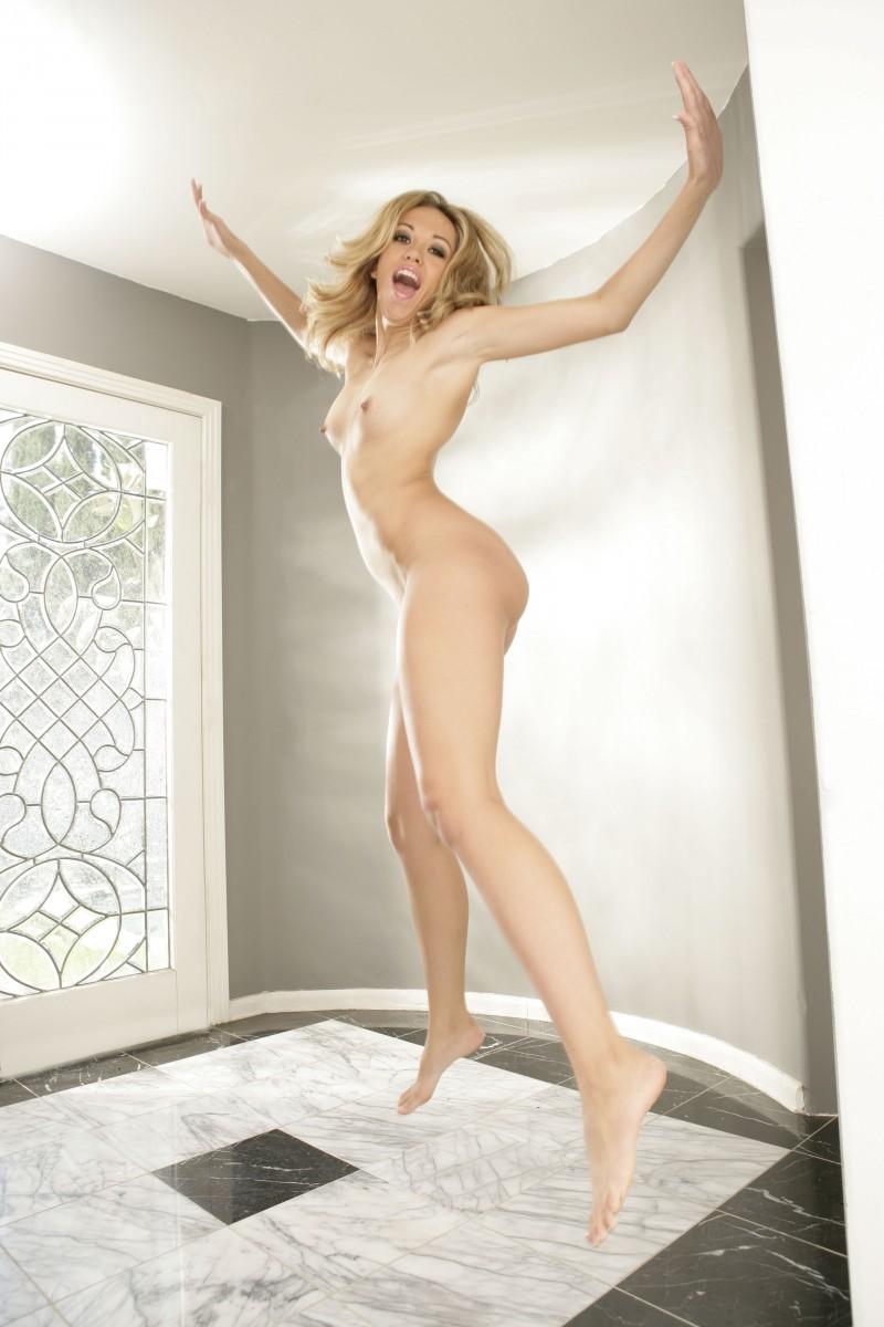 Naked girls jumping tits — pic 6