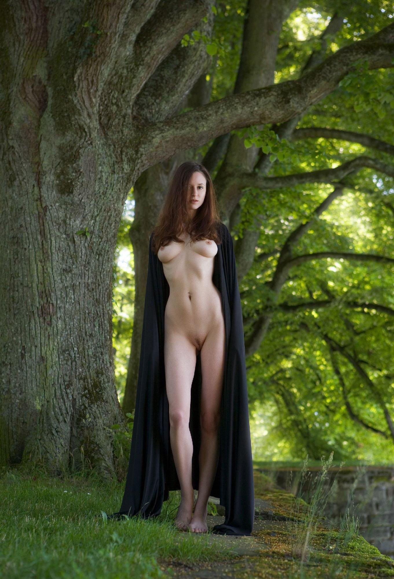 foto-erotika-v-plashe-eroticheskie-filmi-roliki-smotret-onlayn-so-zvukami