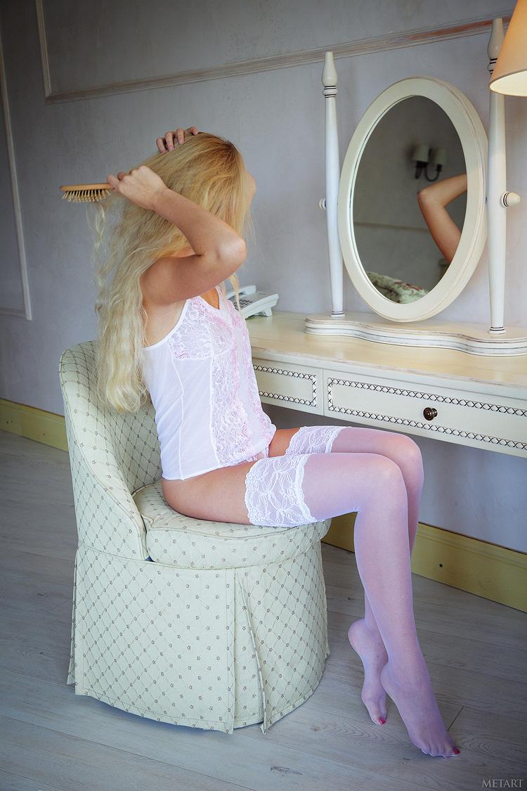Очаровательная блондинка Jennifer Mackay