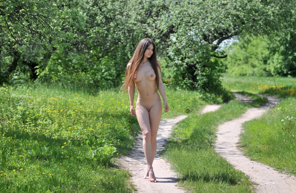 erotika-molodie-na-prirode-porno-spyashih-tetushki