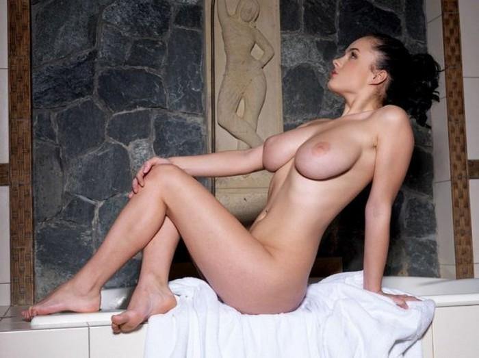 devushka-na-kolenyah-foto-erotika