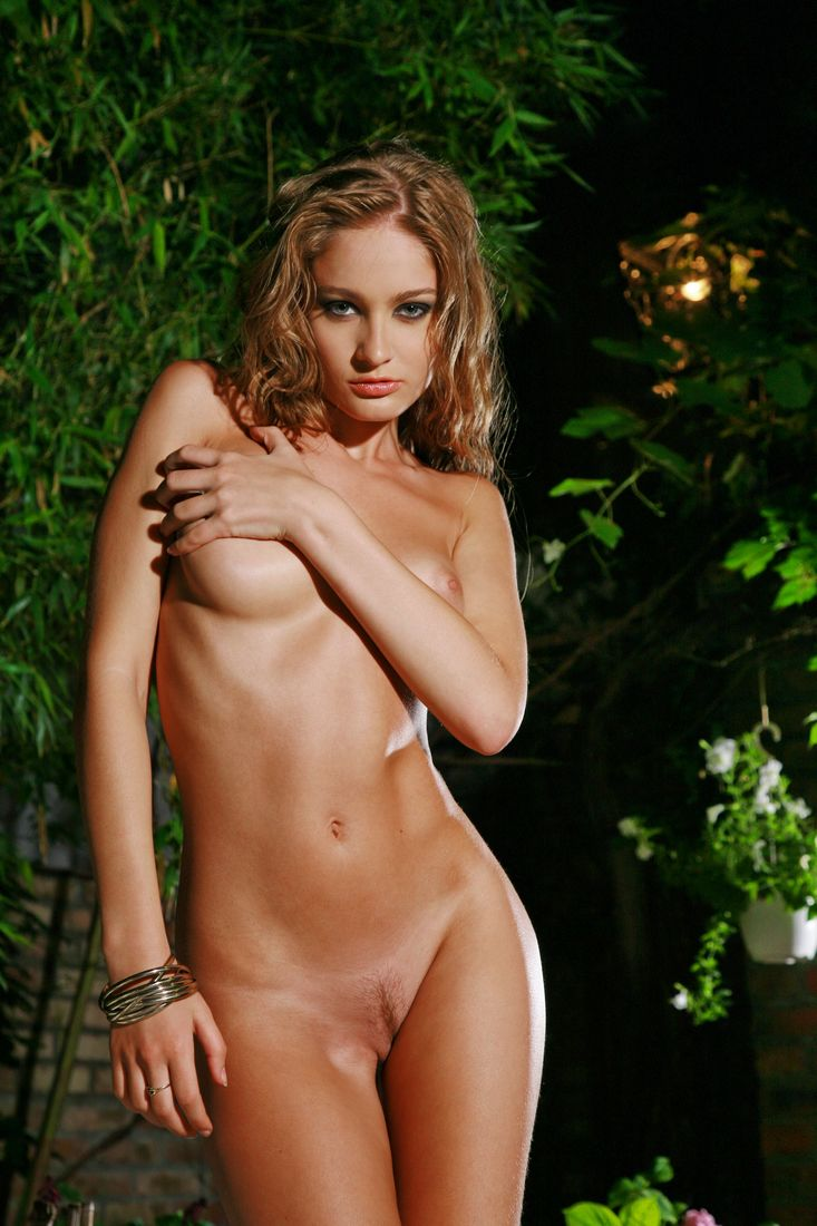 april-bowlby-posing-nude-shaved-pussy-norway