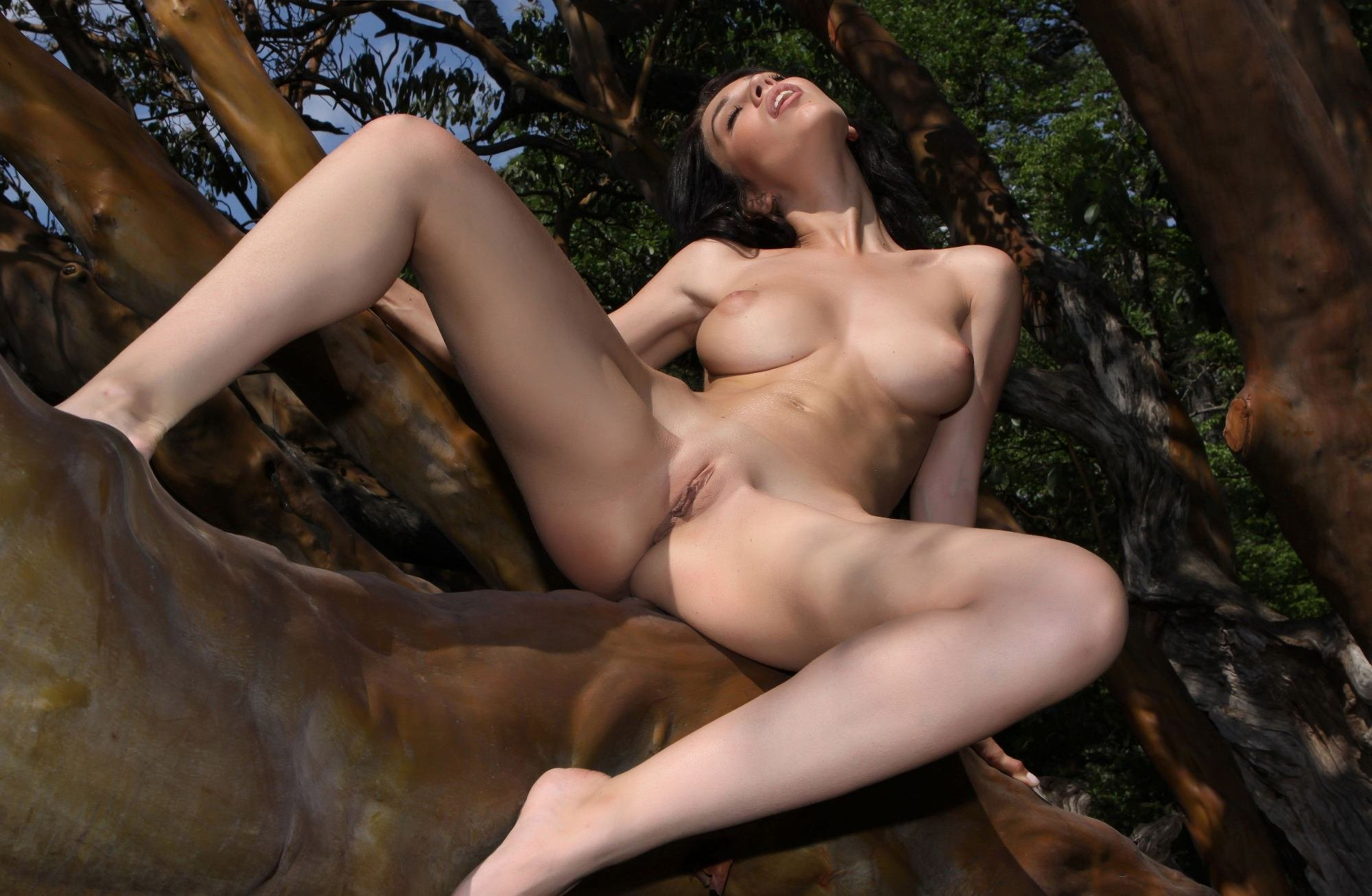 Naked wild on girls — photo 8